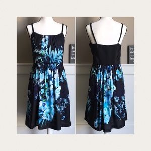 🧵White House Black Market | Blue Floral Dress